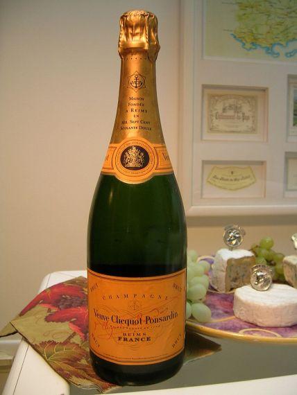 800px-Veuve_Clicquot_-_bottle