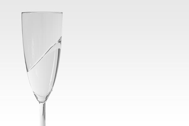 champagne-glasses-498497_640