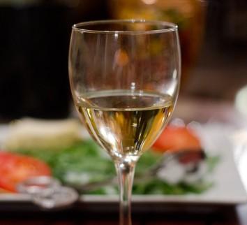 white-wine-1318942-639x583