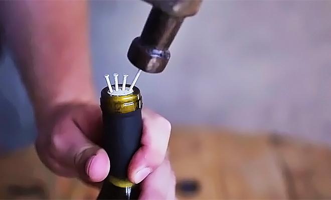 10-maneiras-nao-convencionais-abrir-garrafa-vinho-ideia-quente
